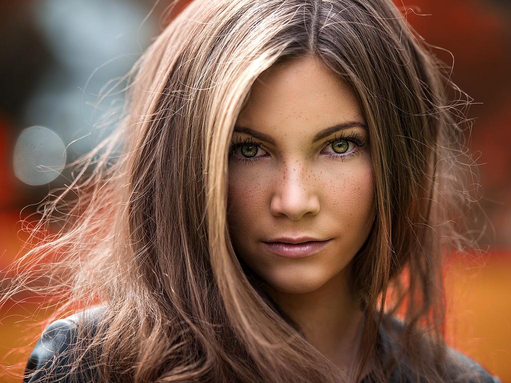 Удивительное лицо модели Софи Брейденштейн