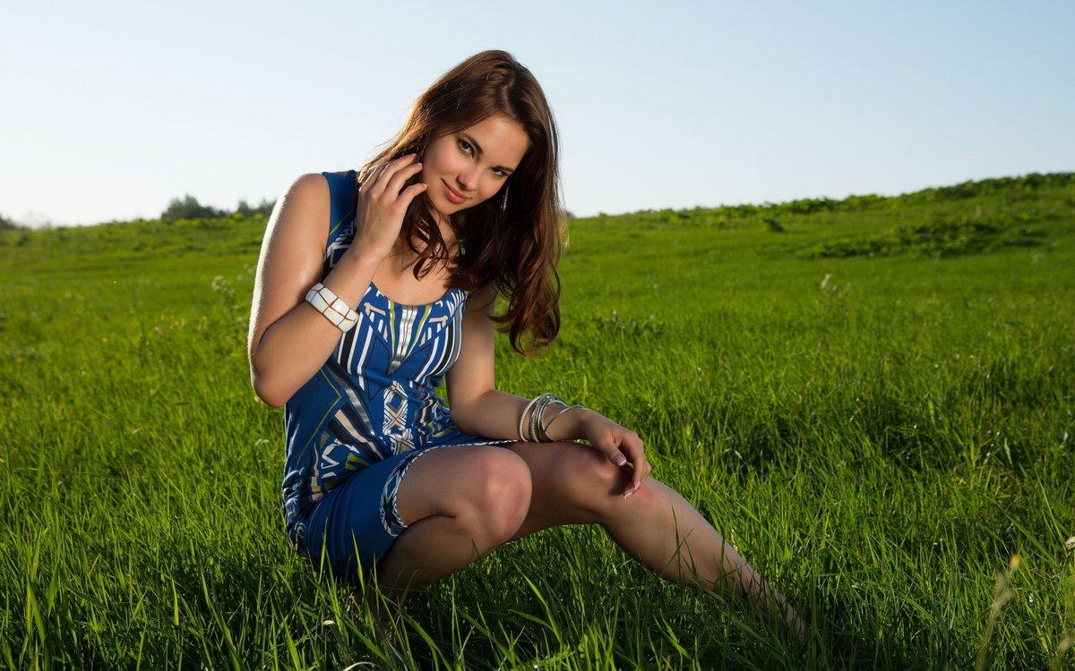 Мадам на зеленой траве