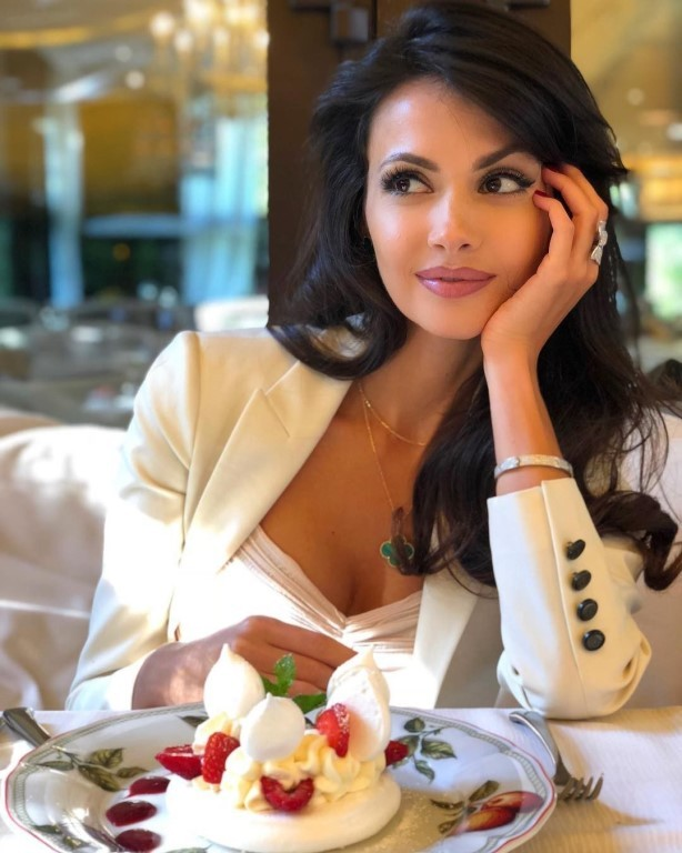 Просто очень красивая женщина - Алена