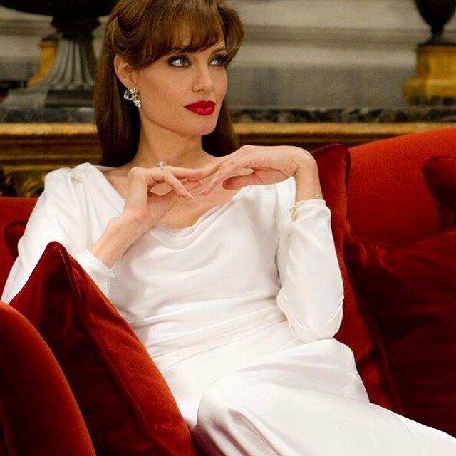 Несравнимая актриса, кинорежиссёр и сценарист, фотомодель, посол доброй воли ООН. Обладательница премии «Оскар», трёх премий «Золотой глобус» и двух «Премий Гильдии киноактёров США» Анджелина Джоли