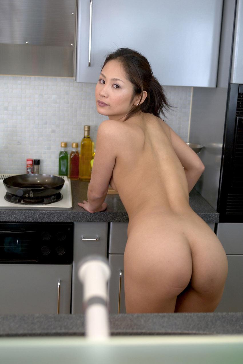 Голая китаянка с красивой попкой
