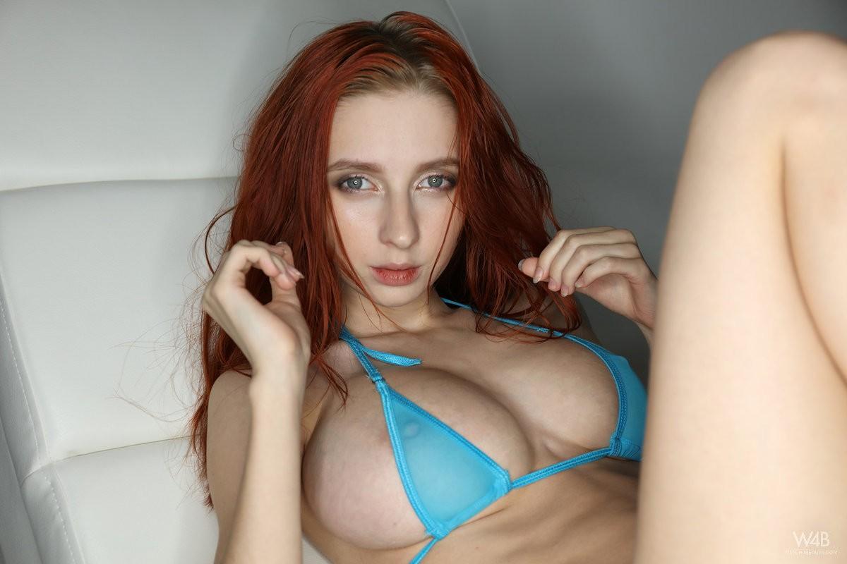 18-летняя девушка с большой грудью (16 фото)