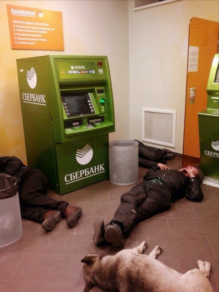 Ночью в отделения самообслуживания Сбербанка лучше не соваться (19 фото)